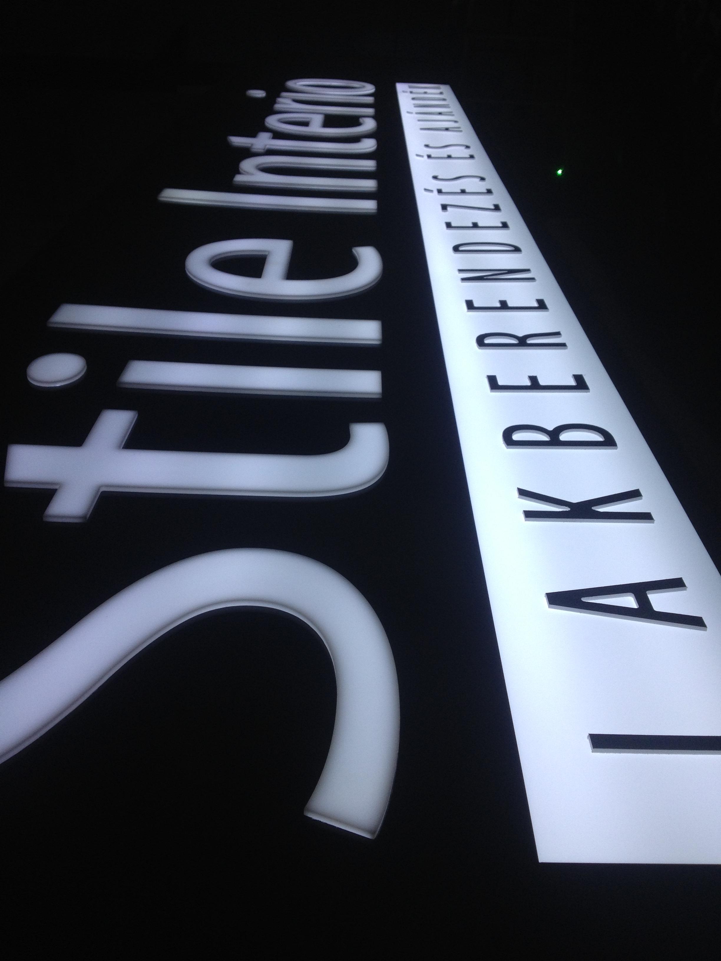 Világító tábla, plasztikus betű, LED, PROFI-L Studio Dekor.JPG